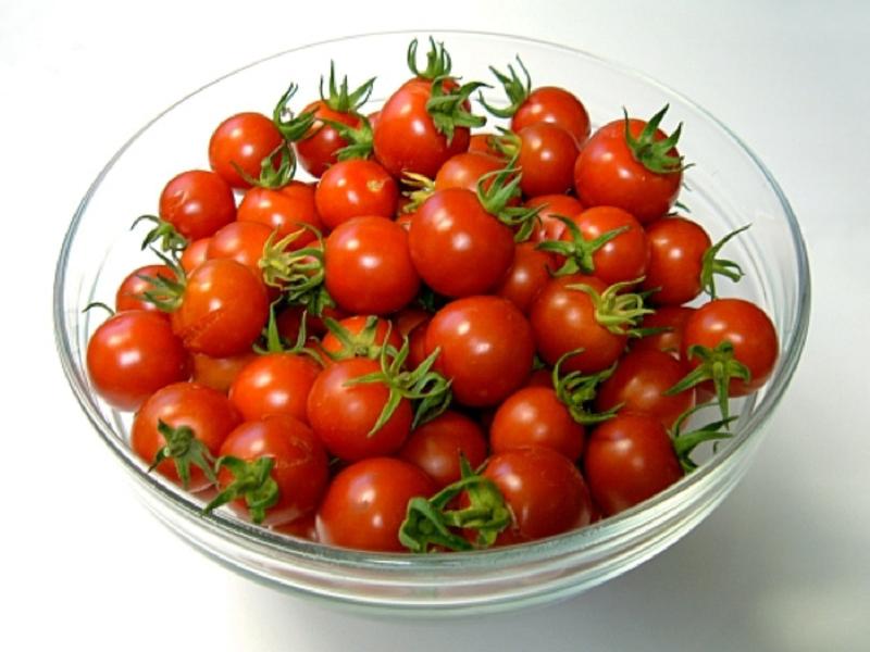 помидоры черри в миске