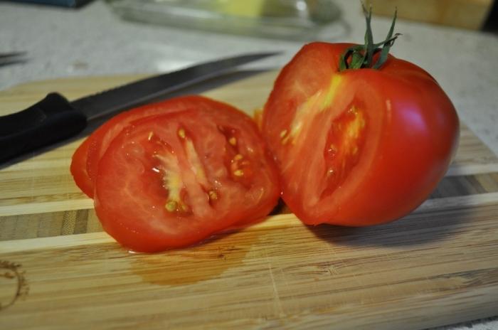 разрезанный томат президент