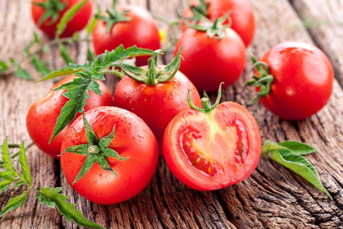 томаты на доске