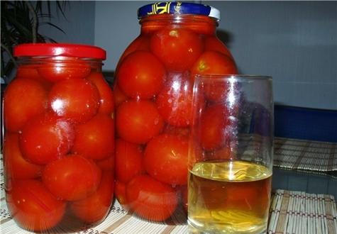 помидоры в яблочном соку в банках