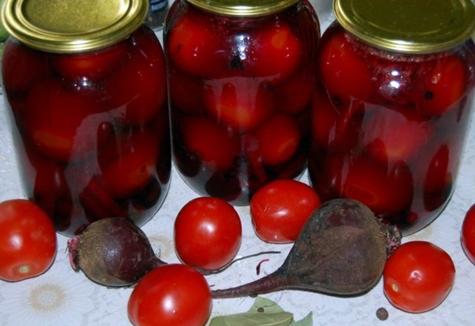 помидоры со свеклой в банках