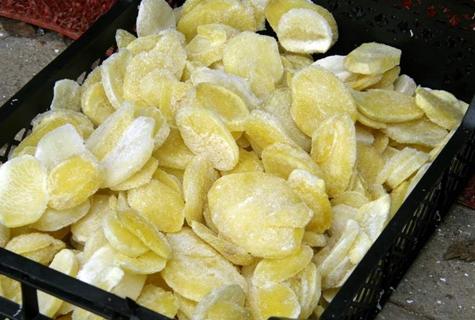 замороженный картофель в ящике