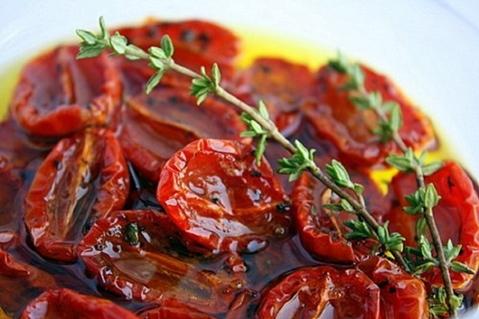 блюдо из вяленых помидор черри