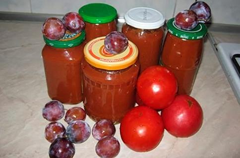 кетчуп из слив и томатов в банках