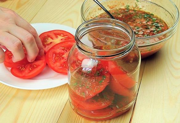 процесс приготовления помидор по-корейски