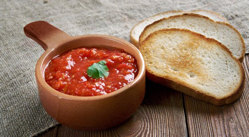 аджика и хлеб