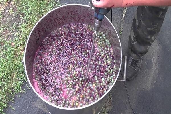 давить виноград