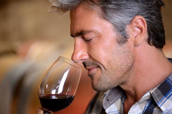 вино пахнет