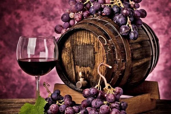 виноград и бокал