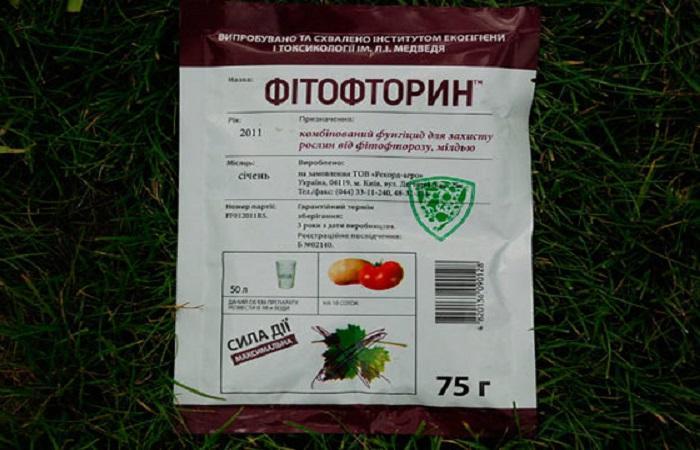 пакет в траве