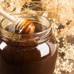 почему мед чернеет