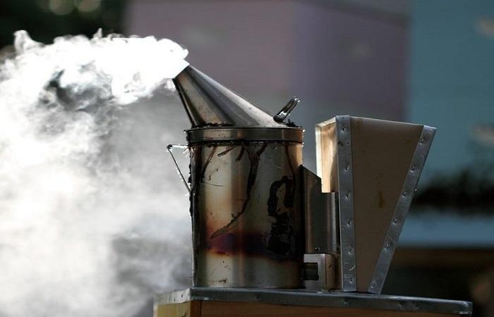 дымарь дымит